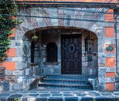 2018 - Mexico City - Doors/Windows - 8 of 13 (Ted's photos - Returns 23 Jun) Tags: 2018 cdmx coyoacan cropped mexico mexicocity nikon nikond750 nikonfx tedmcgrath tedsphotos tedsphotosmexico vignetting doorway door entrance entry 303franciscososa franciscososa arche archway steps street streetscene stairs