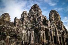 Smiling Faces (preze) Tags: bayon madhyadri khmer unesco bodhisattva avalokiteshvara gesicht face lächeln smile angkor siemreapprovince kambodscha cambodia südostasien templeruin tempelruine sandstein ruinen tower angkorthom steinmetzarbeit madhyadritemple