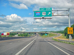 Exit to I-470/US-75, 30 June 2017 (photography.by.ROEVER) Tags: kansas shawneecounty topeka road highway interstate interstate70 i70 us40 us75 sign shield shieldsign bgs biggreensign interchange exit ramp exit355 westbound drive driving driver driverpic ontheroad 2017 june june2017 usa