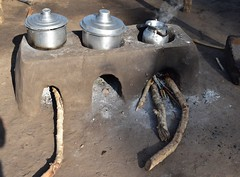 Mud stove Palorinya_08 (FAO Forestry) Tags: fao un uganda refugees unhcr world bank environment energy south sudan woodfuel forestry