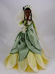 LE Tiana's Skirt (drj1828) Tags: disneystore limitededition 2010 tiana theprincessandthefrog princess 17inch le5000 skirt freestanding