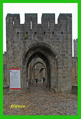 Ingresso di Carcassonne (fr@nco ... 'ntraficatu friscu! (=indaffarato)) Tags: francia france carcassonne ingresso