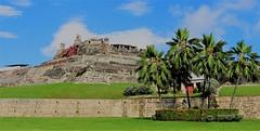 Cartagena (yorkiemimi) Tags: cartagena colombia kolumbien fortress festung sky palms scenery