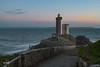 End of day (MF[FR]) Tags: bretagne finistère france europe phare du petit minou brest plouzané samsung nx1 fin de journée end day lighthouse ciel sky nuage clouds mer