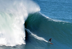 LUCAS CHIANCA / 3208NBW (Rafael González de Riancho (Lunada) / Rafa Rianch) Tags: surf waves surfing olas sport deportes sea mer mar nazaré vagues ondas portugal playa beach 海の沿岸をサーフィンスポーツ 自然 海 ポルトガル heʻe nalu palena moana haʻuki kai olahraga laut pantai costa coast storm temporal