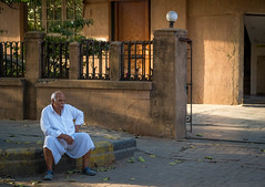 End of Day (Robert Borden) Tags: man portrait people person alone street urban goldenhour naturallight endofday mumbai india asia fuji 50mm fujifilm fujixt2 fujifilmxt2 fujiphotography travel global world