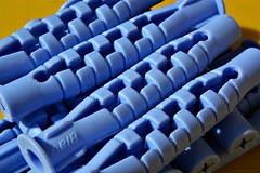 The Blues (nagyistvan8) Tags: nagyistván túrkeve magyarország magyar hungary nagyistvan8 macro macromondays tárgy object ötlet idea studio részlet detail ngc különleges special extreme színek colors sárga yellow hmm háttérkép background kék blue fekete black theblues tiplik plasticdowel műanyag 2018 nikon