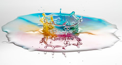 Colourful crown (susie2778) Tags: olympusuk olympus omdem1mkii olympusm60mmf28macro splashartkit2 splash speedlight flash studio water waterdrop crown colourful