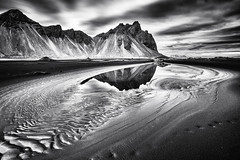 Vestrahorn Islande (EtienneR68) Tags: landscape eau hills mer montagne mountain nature paysage vestrahorn snaefellsnes reflection reflet water marque a7r2 a7rii sony pays islande iceland type longexposure noiretblanc blackandwhite