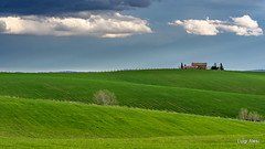 Colline marchigiane - Staffolo (AN) (Luigi Alesi) Tags: cingoli marche italia italy ancona staffolo paesaggio landscape scenery colline hills casolare old house farm primavera spring verde green natura nature cielo sky nuvole clouds nikon d7100 raw tamron sp 70300