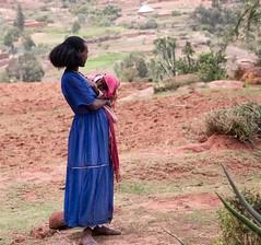 Tigray Top Up (Rod Waddington) Tags: africa african afrique afrika äthiopien ethiopia ethiopian ethnic etiopia ethnicity ethiopie etiopian tigray woman child outdoor farm farming landscape breastfeeding culture cultural