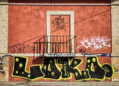 'The writing is on the wall ... ' (Canadapt) Tags: street building wall balcony graffitti shadow graphic loures portugal canadapt