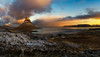 Amanecer en el Kirjufell (pajavi69) Tags: kirkjufellsfoss kirkjufell iceland sunset waterfall airelibre montaña paisaje salidadesol sunrise serenidad cimademontaña roca rock cascada nikon 1224 filtro filter cielo hierba río agua ladera panoramica panoramic