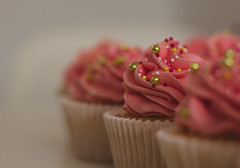Cupcake (stefanfortuin) Tags: cupcake food color eos canon netherlands friesland pink cake dough 50mm depth classic