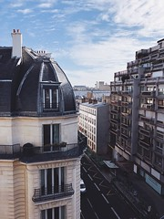 05/03/2018 (carcioneelena) Tags: paris city france trip travel work hotel ruevaneau ruedesevres view window sun light sky clouds colours blue landscape cityscale balcony street buildings urban architecture details capture photography vsco