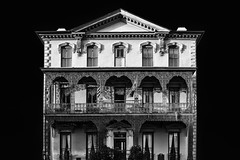 Elegant building in Charleston, SC (Gimo Nasiff) Tags: gimo nasiff photographer photography wrought iron south carolina sc charleston cast facade building colonial french mid century victorian monochorme bnw sony ilcea6000 a6000 travel looking up street view residential vacation hotel architecture arquitectura arquitetura architektur