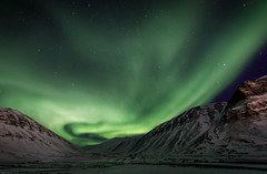 Longyearbyen (Steven-ch) Tags: polarnight svalbard winter stars auroraborealis longyearbreen travel sarkofagen snow night eos5dmarkiv mountain longexposure green arctic northernlight nordlicht aurora svalbardandjanmayen sky longyearbyen polarlys europe canon nybyen sj landscape