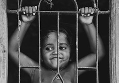 ஜன்னல் வழியே ஊடுருவியப் புன்னகை ! (Lakshmi. R.K.) Tags: nikon d 5200 60mm lux photography thirunelveli gpysy colony ngc