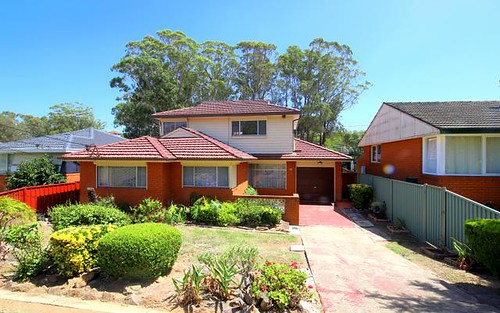 28 Caroline Cr, Georges Hall NSW 2198