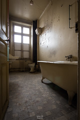 Hôtel Continental (FERY Anthony Photographie) Tags: urbex france abandonne abandoned decay pentax pentaxk3 sigma chambre hôtel hotel room bathroom salle bain anthonyferyphotographie