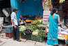 Le vendeur bleu de Varanasi... India (geolis06) Tags: geolis06 asia asie inde india uttarpradesh varanasi benares inde2017 olympus street rue seller man portrait streetseller vendeurderue olympusm1240mmf28 olympuspenf banaras