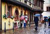 Scène de rue sous la pluie (didier95) Tags: kaysersberg hautrhin alsace scenedevie personnage pluie village ville maison rue façade facade parapluie paves
