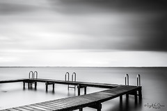 Ready to jump (IngridVD. Photography) Tags: natuur nature nederland water outdoor lake blackwhite landschap clouds wolken dreiging regen onweer zuidholland ingridvandamme ingridvd