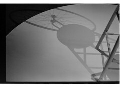 P61-2018-024 (lianefinch) Tags: argentique argentic analogique analog monochrome blackandwhite blackwhite bw noirblanc noiretblanc nb graphic graphique minimalism minimalisme marcel duchamp roue de bicyclette ombres shadows museum moma exhibition exposition musée bicycle tabouret paris