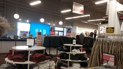 Another cluttered view toward the front (Retail Retell) Tags: gap factory store outlet closing closure liquidation sale south lake centre southaven ms desoto county retail tanger relocation