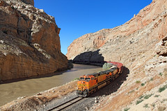 Morning in Sheep Canyon (Moffat Road) Tags: bnsf freighttrain manifestfreight river curve ge dash9 c449w 5045 bighornriver sheepcanyon greybull wyoming bnsfcaspersub railroad locomotive wy