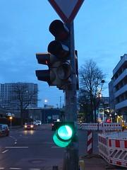 just hanging around (mkorsakov) Tags: dortmund nordstadt hafen ampel citylight grün green defekt damaged wtf