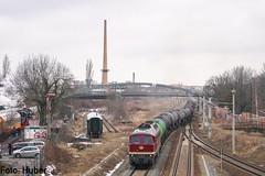 Lautstark... by alexhuber95 - ...wuchtete 132 293 der EBS ihren DK Zug aus den Bahnhof Leipzig-Plagwitz nach Gera. Links im Bild sieht man die Rauchschwaden der 52 8154 vom EMBB Leipzig-Plagwitz.