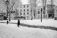 Street shot, Paris France (mafate69) Tags: eu ue europe france paris idf ménilmontant rue reportage street streetshot streetlevelphoto candid city nb noiretblanc neige snow bw blackandwhyte photojournalisme photoreportage photojournalism documentary documentaire mafate69