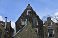 Gevels in Vlaardingen (Mary Berkhout) Tags: maryberkhout architectuur huizen gevels gebouw dak vlaardingen lucht ramen architecture building roof sky zuidholland