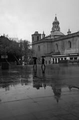 Lluvia (Pablo Utrilla) Tags: streetphotography streetphoto street spain square calle church facade sevilla andalucia europe españa blackandwhite bw bnw umbrella