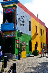 Buenos Aires (makingacross) Tags: buenos aires argentina buenosaires city la boca laboca barrio colour colourful caminito statue havanna lamppost nikon d3000