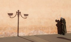 Balance (Alex L'aventurier,) Tags: marrakech maroc morocco moroccan street rue wall mur man homme candid ombre shadow ville city person people personne