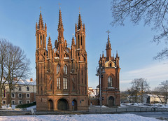 Sant'Anna (Fil.ippo) Tags: anna santanna stanne anne church lithuania lituania vilnius gothic flamboyant catholic chiesa churc oldtown architecture medieval filippo filippobianchi travel viaggi nikon d610 snow winter cold lietuva senamiestis