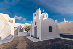 A beautiful church in the village (Vagelis Pikoulas) Tags: view village pyrgos island islands cyclades kyklades santorini thira greece church holidays holiday travel architecture tokina 1628mm canon 6d landscape urban white blue houses winter january 2018