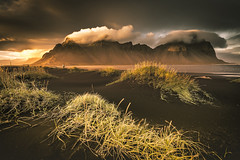 Natural beauty (Sizun Eye) Tags: sunset mountain vestrahorn vesturhorn iceland islande nature beauty pretty blackbeach stokksnes clouds straw sizuneye nikon d750 nikkor1424mmf28 nikkor 1424mm 2017 september