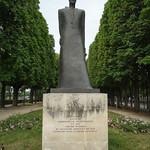 A monument to Komitas and victims thumbnail