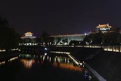 Xian (mbphillips) Tags: 陕西 shaanxi citywalls 城墙 asia 亞洲 fareast アジア 아시아 亚洲 mbphillips canon80d china 中国 중국 中國 night 夜晚 밤 noche dark darkness 黑暗 어둠 oscuro geotagged photojournalism photojournalist 西安 長安 碑林区 碑林區 beilindistrict fortificationsofxian 西安城墙 xiancitywall xian 시안 古城墙 yongninggate 永宁门 永寧門 sigma1835mmf18dchsm