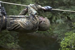 ロープで綱渡り