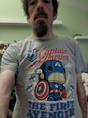 Funko Pop Captain America (earthdog) Tags: 2018 googlepixel pixel androidapp moblog cameraphone earthdog self selfie armslength tshirt avenger marvelcomics captainamerica captain