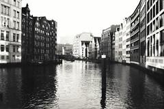 wet feet (flyerkat_L.E.) Tags: canal fleet hamburg city water house film analog superpan200 monochrome black white bw nikon fm2 35mm