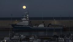 Luna llena (candi...) Tags: lunallena luna puerto barcos pesquero cielo mar agua airelibre sonya77