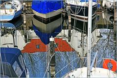 Bateaux et reflets dans le petit port de plaisance de Veere, Walcheren, Zeelande, Nederland (claude lina) Tags: claudelina nederland hollande paysbas zeelande zeeland veere bateau boat port haven reflets reflections
