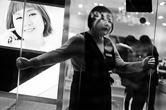 Seoul (ale neri) Tags: street bw portrait asian girl people aleneri seoul korea southkorea korean streetphotography blackandwhite alessandroneri