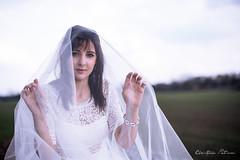 Dans le cocon (Pose Emotions) Tags: portraiture portrait modèle femme woman girl sexy nature voile robe blanche dress white veil