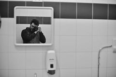 [il maniaco dei bagni] all'Air Jumping - Bar Ludoteca di Dalmine (Urca) Tags: sce1023 italia 2018 dalmine ilmaniacodeibagni self selfportrait cesso autoritratto nikondigitale scéta biancoenero blackandwhite bn bw jumpingairbarludoteca
